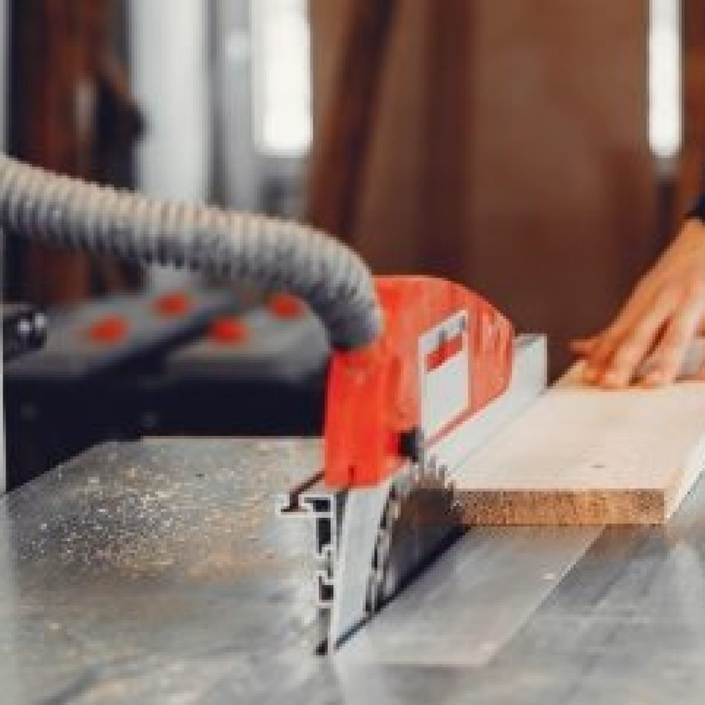 demo-attachment-116-the-carpenter-works-with-a-tree-YUPRN34